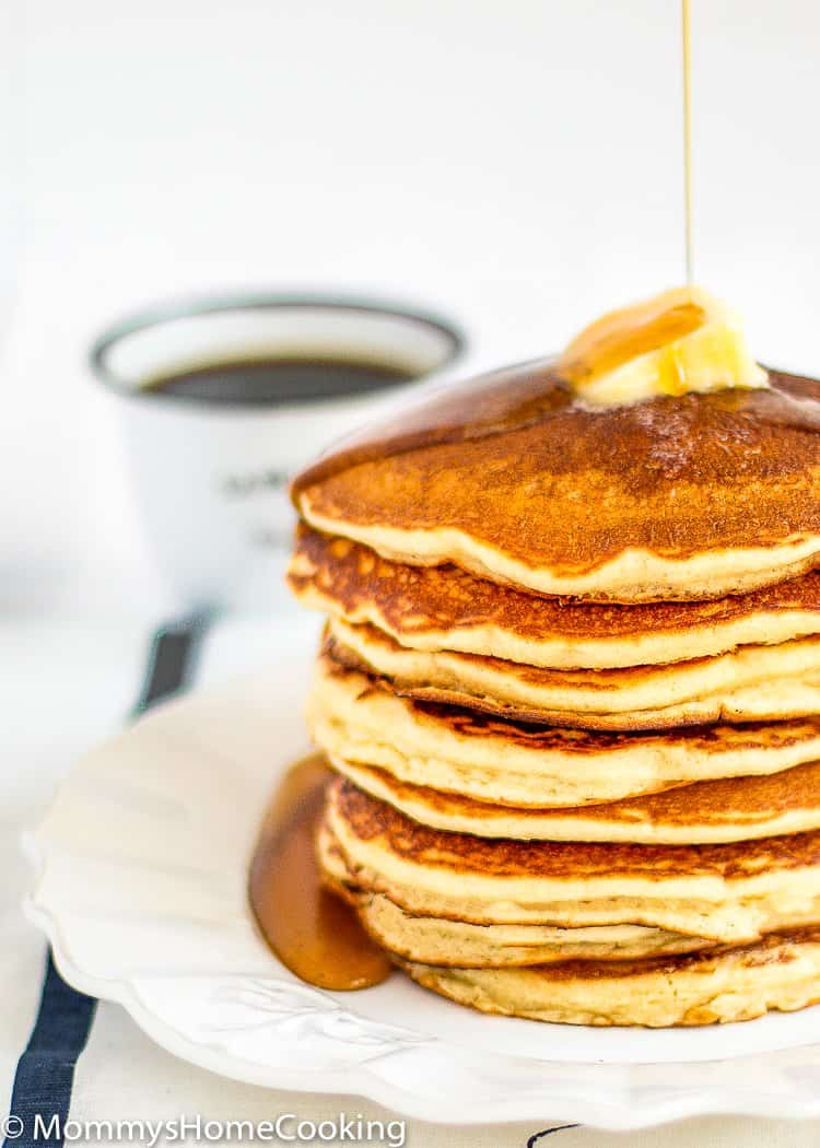 This eggless pancakes really do taste like the real thing! Fluffy, easy and delicious... definitely a breakfast winner! http://mommyshomecooking.com