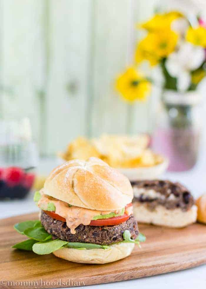 Stuffed Black Beans Burger | mommyshomecooking.com