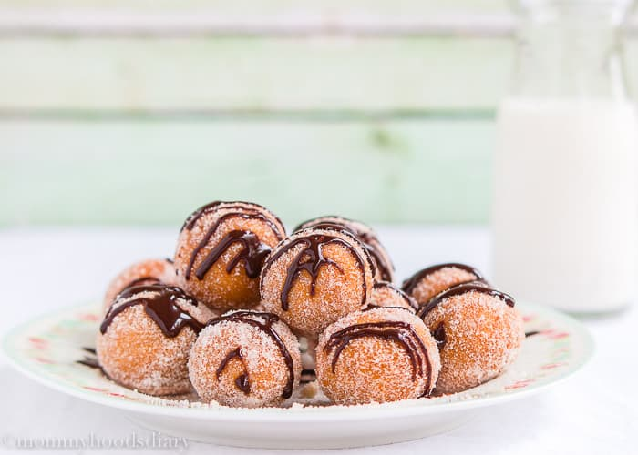 Easy Churro Bites with Chocolate Sauce-8