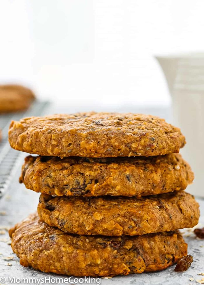These Eggless Oat Breakfast Cookies are soft, loaded with nutrients and great textures. They're a deliciously healthy way to start off the day. http://mommyshomecooking.com