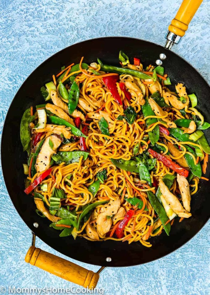 Easy chicken lo mein mommys home cooking this 20 minute easy chicken lo mein recipe is my version of a chinese menu favorite its loaded with veggies and noodles tossed in a salty sauce thatll forumfinder Images