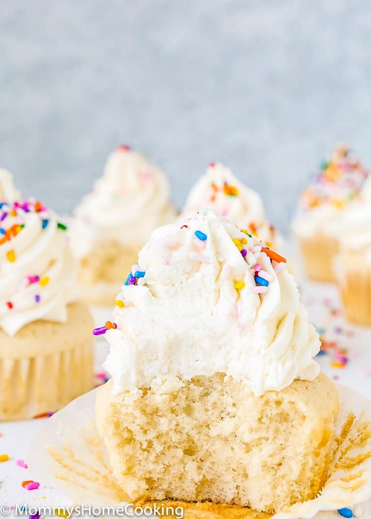 These fluffy and moist Eggless Vanilla Cupcakes are super easy to make with just a few ingredients. This is the recipe you have been looking for! http://mommyshomecooking.com