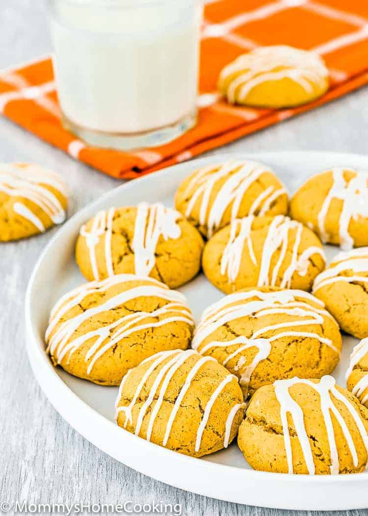 These Cakey Eggless Pumpkin Cookies are melt-in-your-mouth soft and loaded with warm spices! Every bite is an explosion of fall flavors. Simply irresistible! http://mommyshomecooking.com