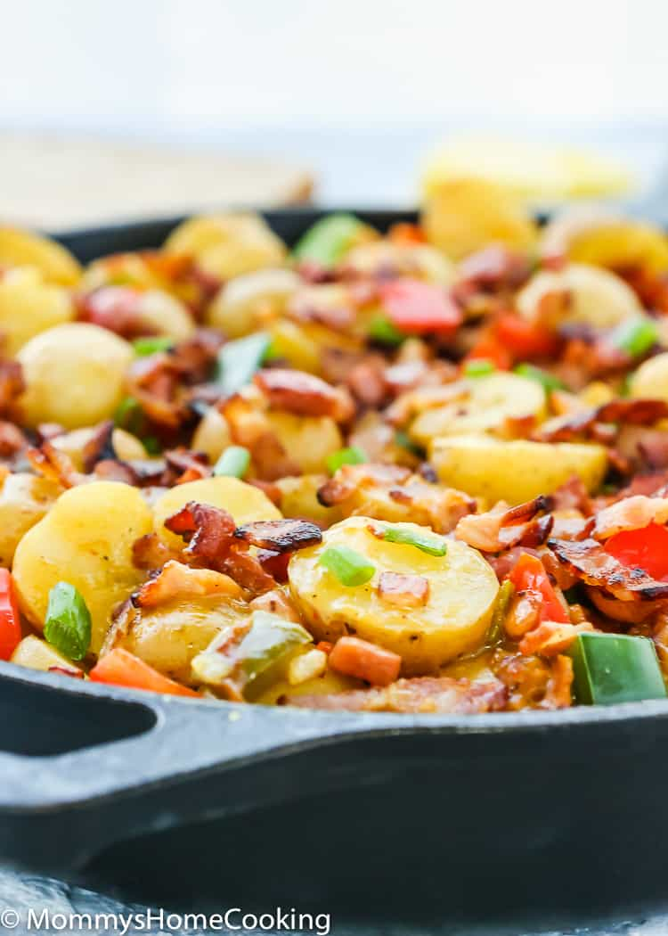 These Slow Cooker Bacon and Ham Breakfast Potatoes are perfect for breakfast, brunch, or breakfast for dinner! This recipe combines everyone's breakfast favorites – potatoes, bacon, ham, and cheese. http://mommyshomecooking.com