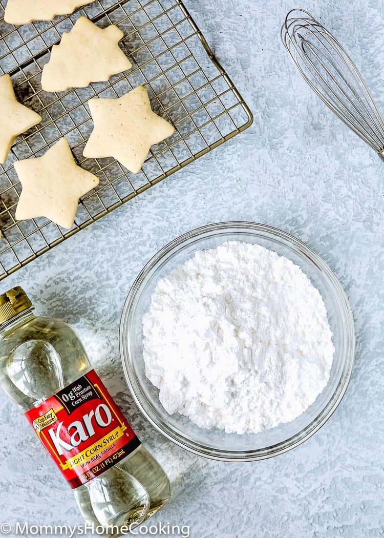This Eggless Royal Icing is perfect for decorating cookies! With a subtle lemony taste, it's great for anything from sugar cookies to drawing decorative shapes or gluing together a gingerbread house. It hardens when it dries so decorations stay in place. http://mommyshomecooking.com