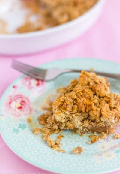 Apple Crumble with Oats and Almonds - Egg Free