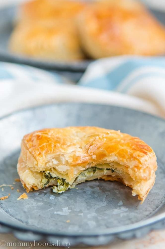 Spinach and Cheese Hand Pies | mommyshomecooking.com
