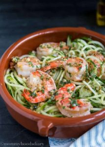 Cucumber Noodles with Garlic Shrimps | mommyshomecooking.com