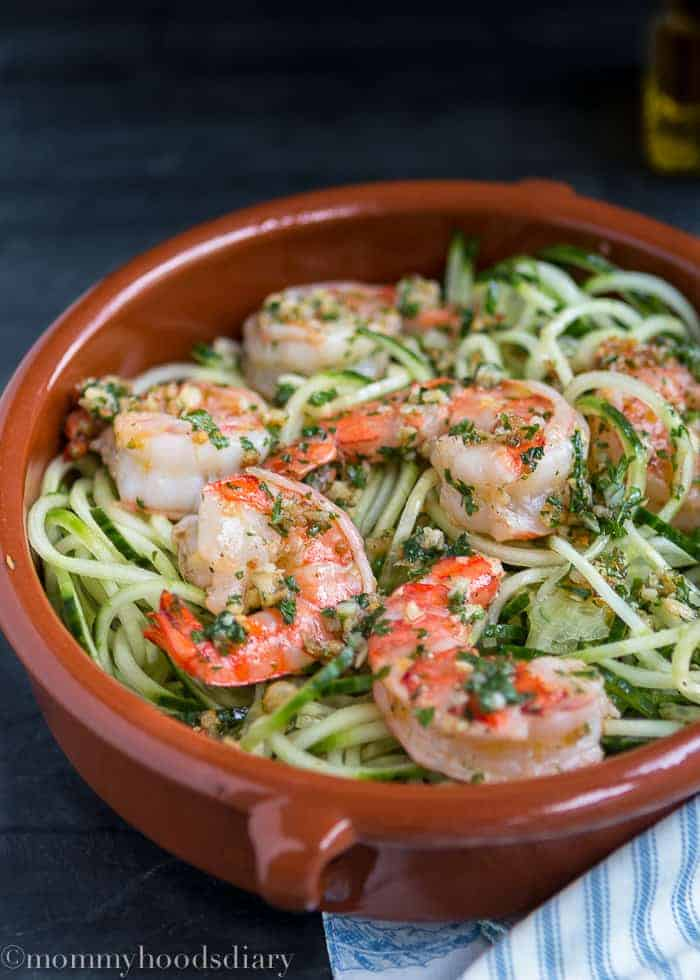 Raw Spiralized Zucchini Noodles with Garlic Shrimps   mommyshomecooking.com