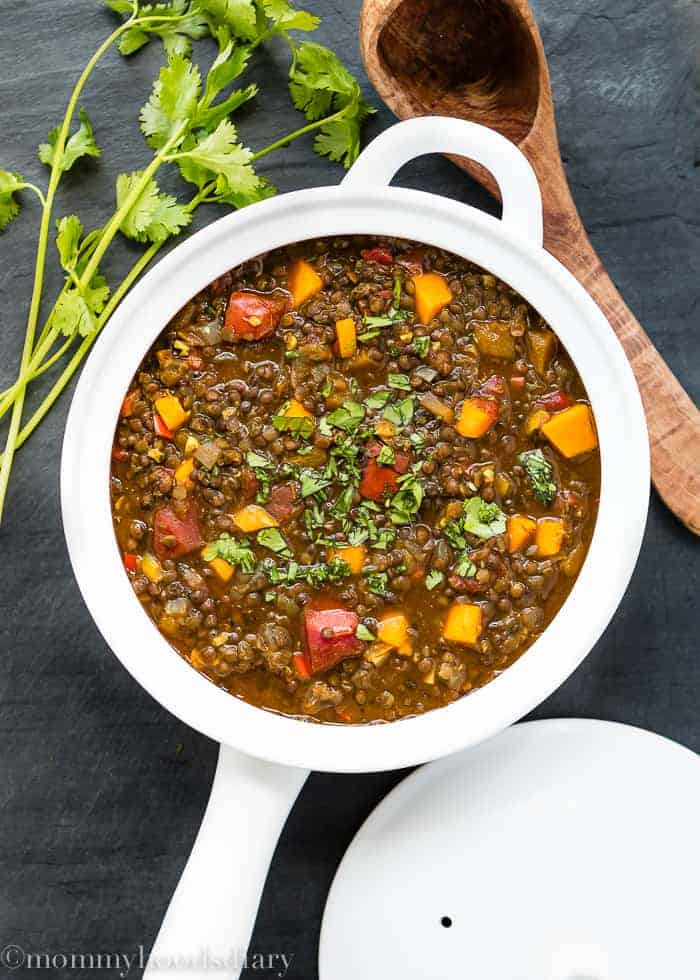 Lentils and Roasted Tomato Stew | A filling, comforting, healthy, and simply perfect Beluga and Red Lentil Stew with Roasted Tomatoes and Butternut Squash, that can be made in less than 30 minutes!! mommyshomecooking.com