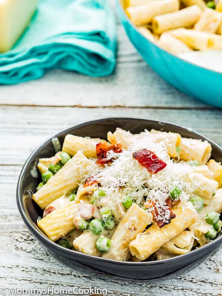 Creamy Alfredo Pasta with Bacon and Peas in a bowl