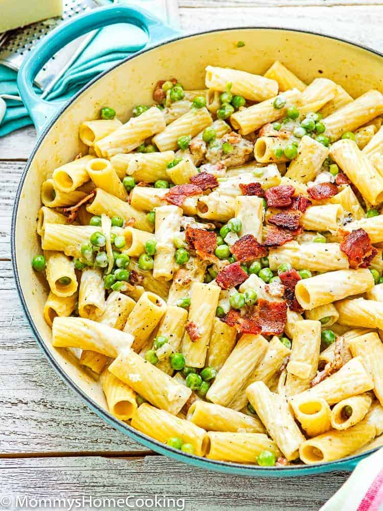Easy Creamy Alfredo Pasta with Bacon and Peas in a pot