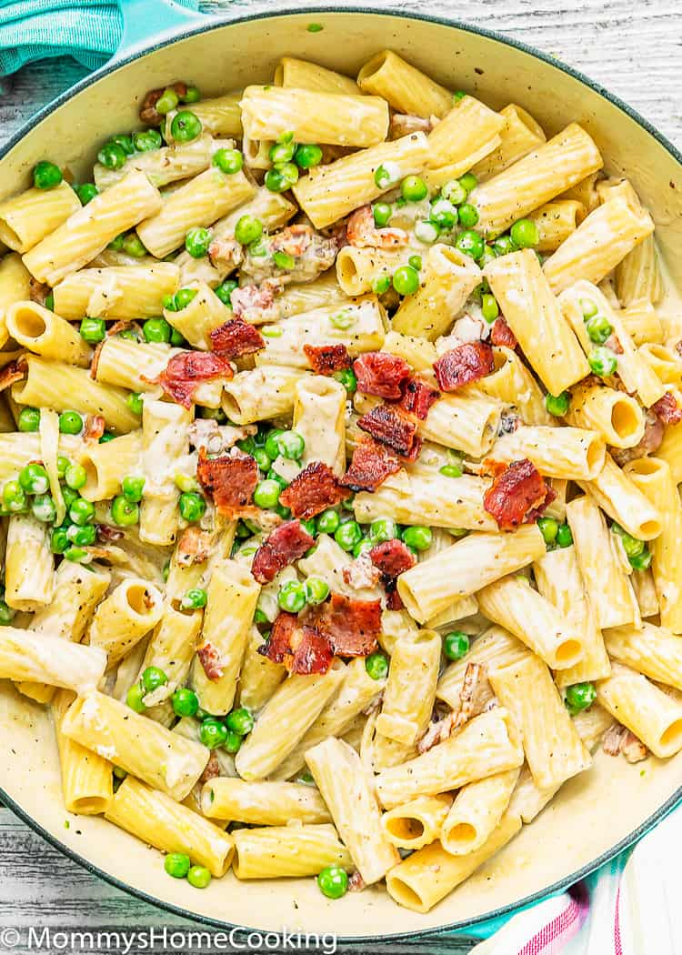 Easy Creamy Alfredo Pasta with Bacon and Peas in a pot with crumbled crispy bacon