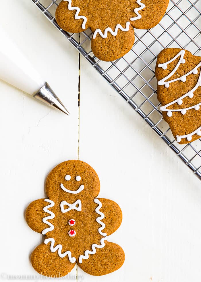 These Eggless Gingerbread Cookies are soft, spicy and chewy, but sturdy enough to be decorated. And oh-so-delicious. The perfect addition to your Christmas table! https://mommyshomecooking.com
