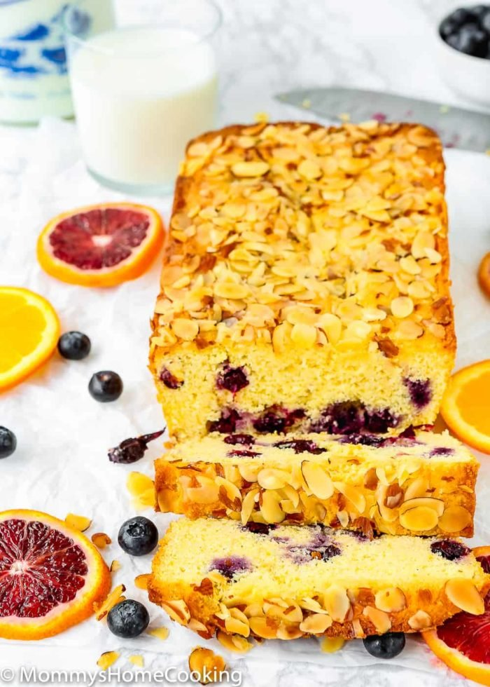 Sweet Eggless Orange Blueberry Corn Bread loaded with blueberries and sprinkled with almonds. The corn-citrus combination is so yummy and perfect for breakfast or snack time. Totally irresistible! https://mommyshomecooking.com