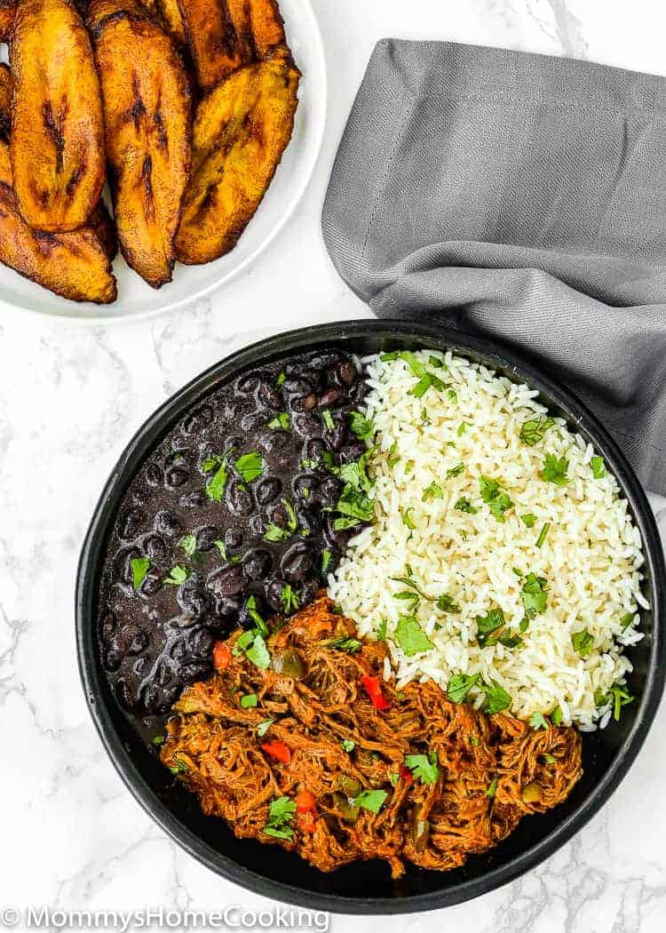 This Venezuelan Pabellon Bowl is meal perfection! Shredded beef, black beans, white rice and fried plantains, make this dish a hearty, filling and most delicious lunch or dinner ever. https://mommyshomecooking.com