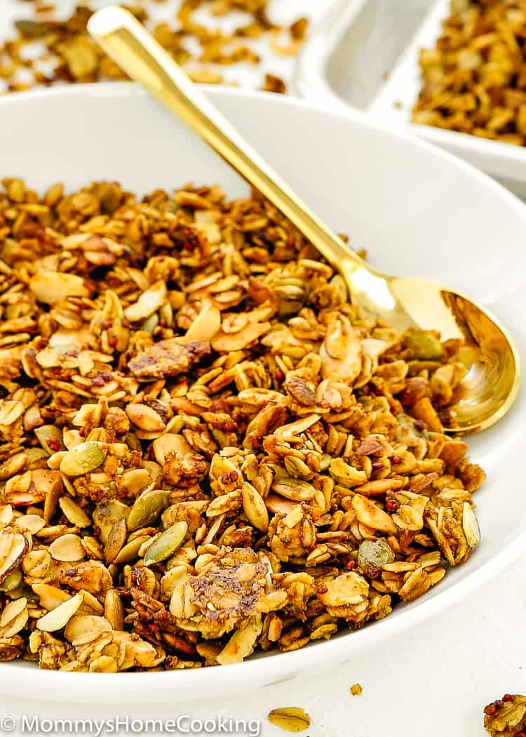Start your morning with a pumpkin-inspired breakfast bowl topped with this homemade Pumpkin Quinoa Granola! It's Super easy to make, way more delicious than the stuff you buy at the store. https://mommyshomecooking.com
