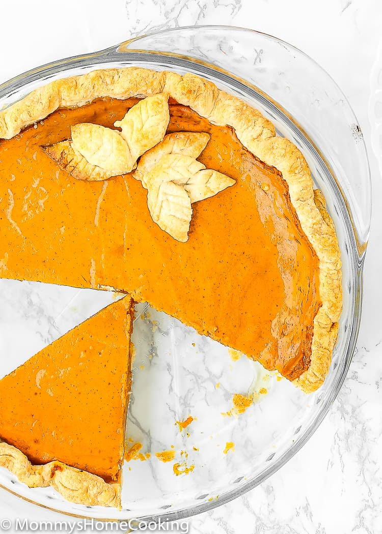 Easy Eggless Pumpkin Pie sliced