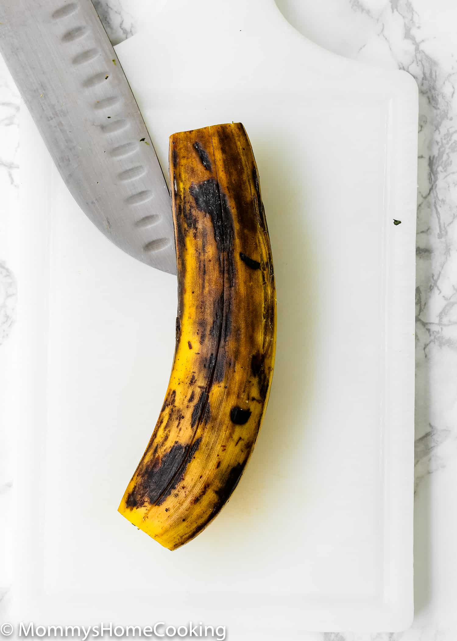 These Venezuelan Sweet Plantains are divine! They're caramelized in the outside and soft and tender in the inside. Perfect side dish for any entrée. Can be made ahead. Whole30 friendly. https://mommyshomecooking.com