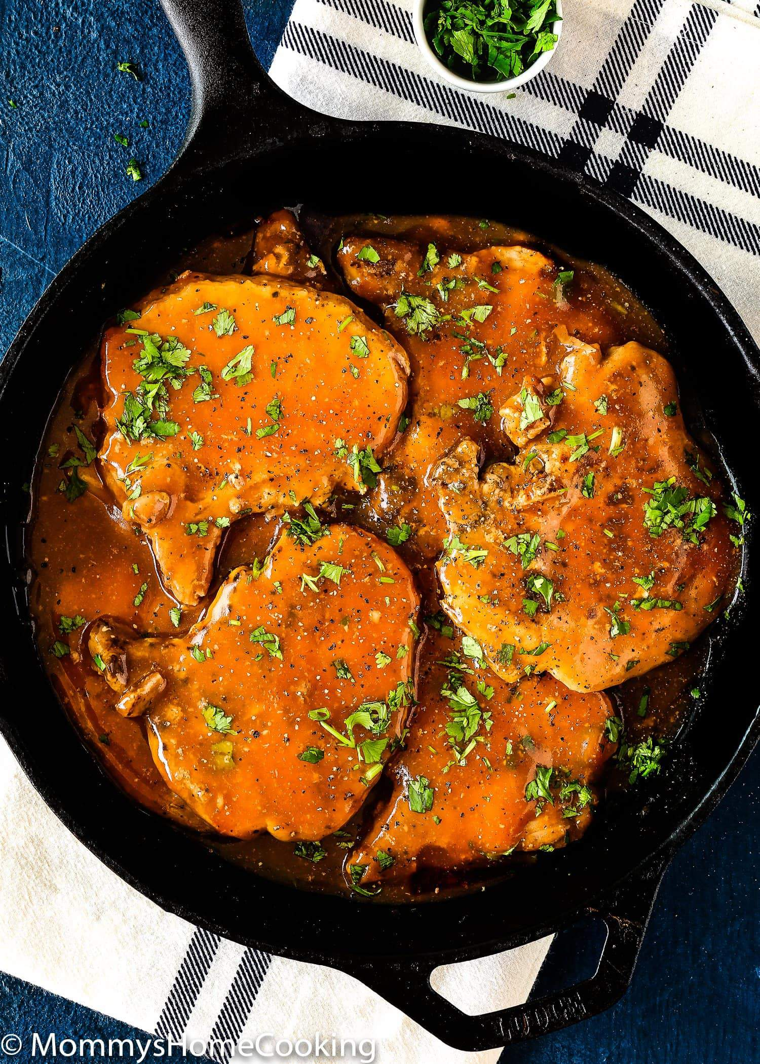These Slow Cooker Beer Pork Chops are spectacularly delicious! This recipe results in tender, flavor-packed pork chops that taste like a million bucks. You can make this tonight with any pork chops or even CHICKEN! https://mommyshomecooking.com