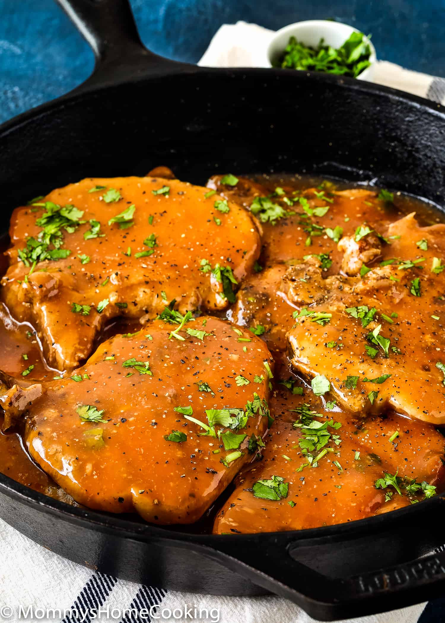 These Slow Cooker Beer Pork Chops are spectacularly delicious! This recipe results in tender, flavor-packed pork chops that taste like a million bucks.You can make this tonightwith any pork chops or even CHICKEN! https://mommyshomecooking.com