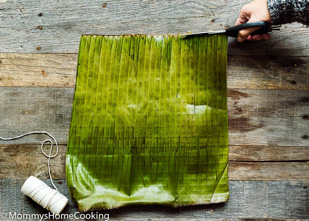 How to cut the center stem of the banana leaves to make hallacas