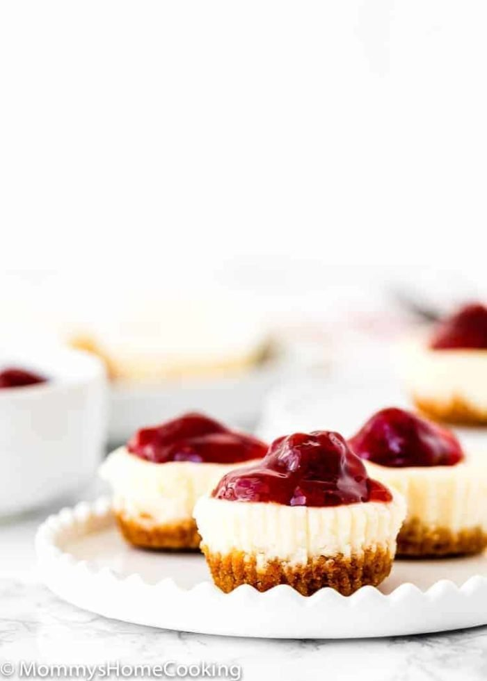 Easy Eggless Mini Cheesecakes with strawberry sauce in a white plate