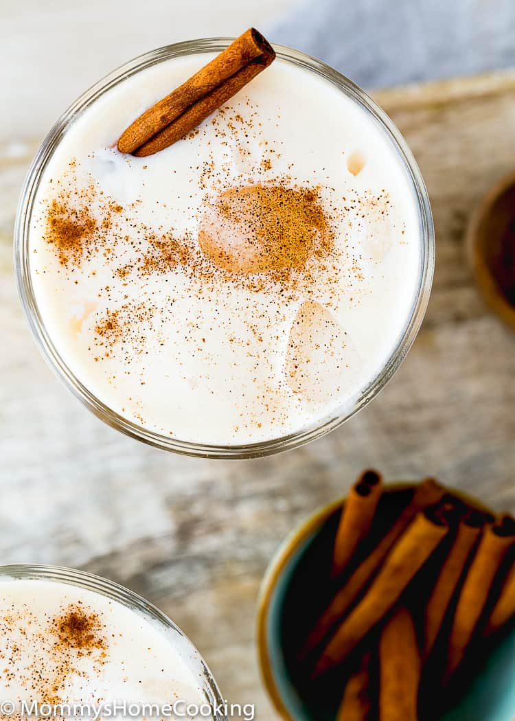 Venezuelan Chicha in a glass with ice and cinnamon