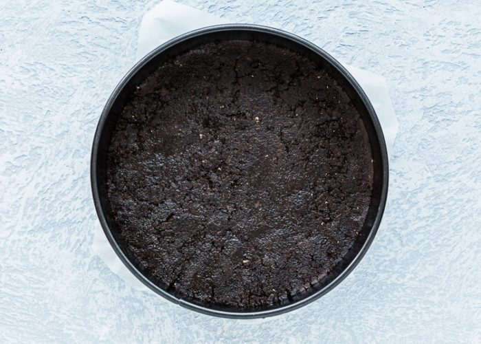 how to make oreo crust for cheesecake step 4