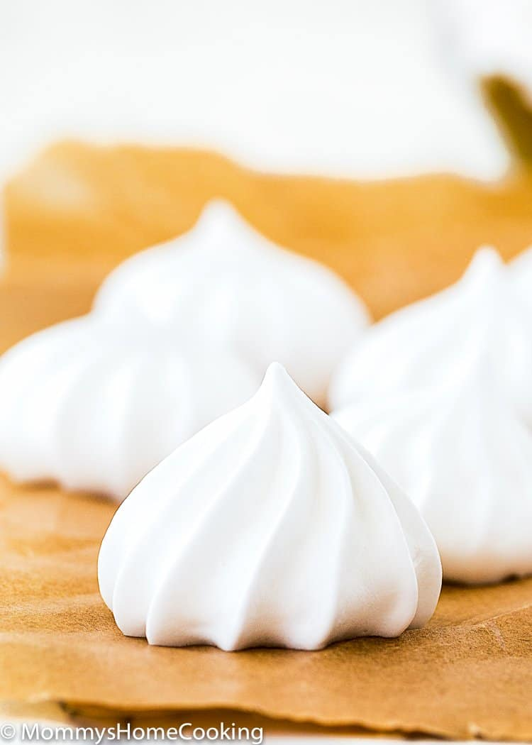 Eggless Meringue pipped